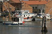- approdo di pescherecci a Chioggia, città  lagunare a sud di Venezia)..- landing place of fishing boats to Chioggia, lagoon city south of Venice ( Italy ) Italia