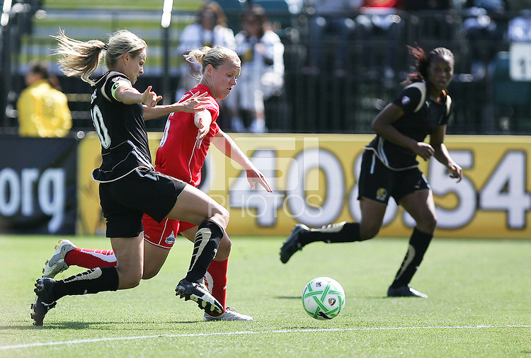 Leslie Osborne (left) and Lori Lindsey (right) battle for the ball.  Washington Freedom defeated FC Gold Pride 4-3 at Buck Shaw Stadium in Santa Clara, California on April 26, 2009.