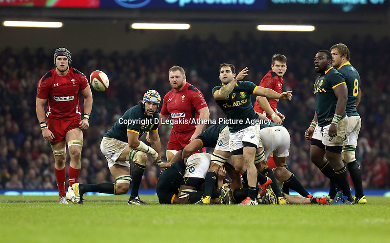 Pictured: Jan Serfontein of South Africa passing the ball Saturday 29 November 2014<br /> Re: Dove Men Series 2014 rugby, Wales v South Africa at the Millennium Stadium, Cardiff, south Wales, UK.