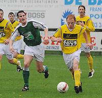 SC Wielsbeke - KM Torhout..Olivier Vanwynsberghe (rechts) in een duel met Jens Noppe (links)..foto VDB / BART VANDENBROUCKE