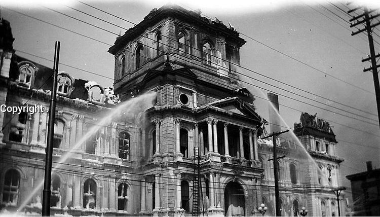File - Incendie de l'hotel de ville dans la nuit du 3 au 4 mars 1922