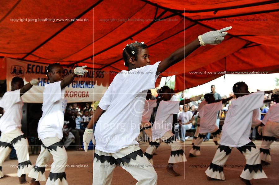MALI village Sanankoroba, dance perfomance of schoool children