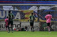 BOGOTA - COLOMBIA -21 -10-2016: Mateo Palacios (Izq.) jugador de Boyaca Chico FC, anota gol a La Equidad, durante partido entre La Equidad y Boyaca Chico FC, por la fecha 17 de la Liga Aguila II-2016, jugado en el estadio Metropolitano de Techo de la ciudad de Bogota. / Mateo Palacios (L), player of Boyaca Chico FC, scored goal to La Equidad, during a match La Equidad and Boyaca Chico FC, for the  date 17 of the Liga Aguila II-2016 at the Metropolitano de Techo Stadium in Bogota city, Photo: VizzorImage  / Luis Ramirez / Staff.