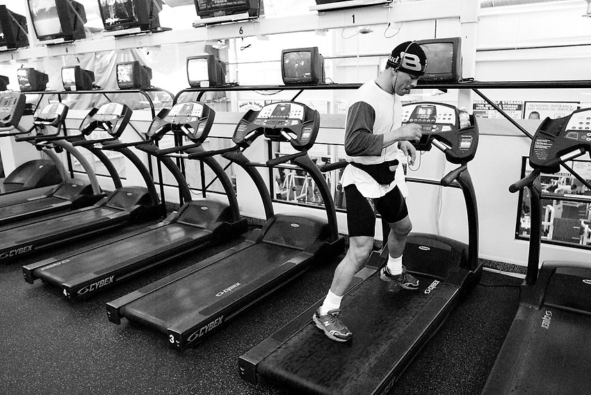 ARTURO GATTI (6/12) --Wearing a hat and a spring wetsuit beneath his gym clothes, WBC super lightweight boxing champion Arturo Gatti runs sideways on a treadmill as he prepares for his June 25th fight against Floyd Mayweather in Atlantic City.   (4/12/05)  VERO BEACH, FL