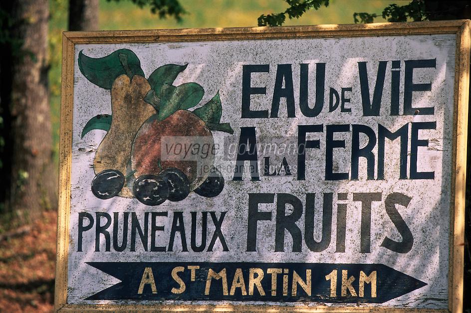 Europe/France/Midi-Pyrénées/46/Lot/Saint-Martin: Panneau d'indication de vente d'eau de vie et de fruits