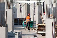 Milano, cantiere edile --- Milan, construction yard