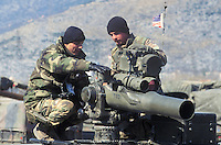 """- NATO intervention in Bosnia-Herzegovina, USA soldiers with antitank missile launcher  """"Tow""""....- intervento NATO in Bosnia-Herzegovina, militari USA con lanciamissili anticarro """"Tow"""""""