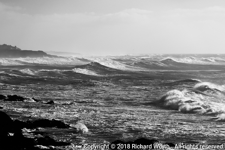 Winds and waves along the Pacific coast between Half Moon Bay and Pigeon Point Light Station.