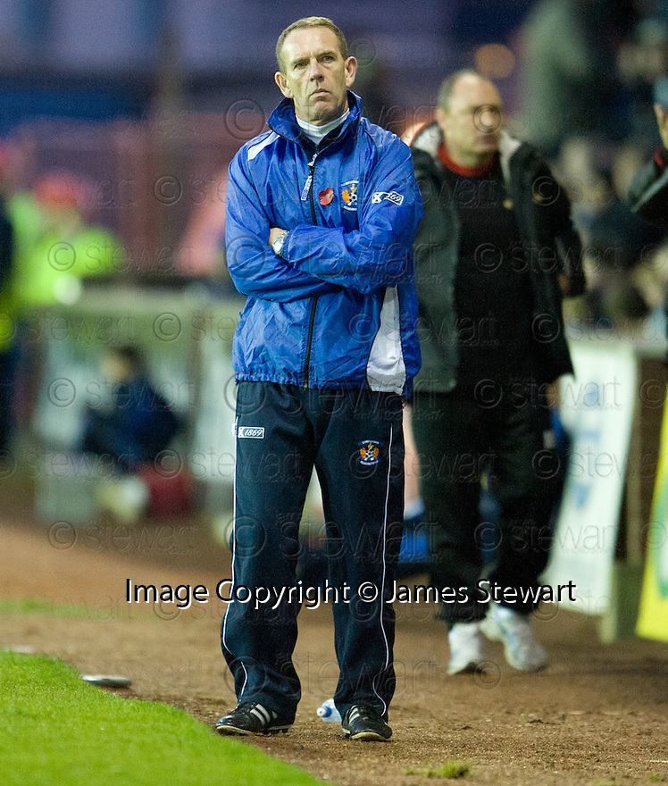 A DEJECTED KILMARNOCK MANAGER KENNY SHIELS.