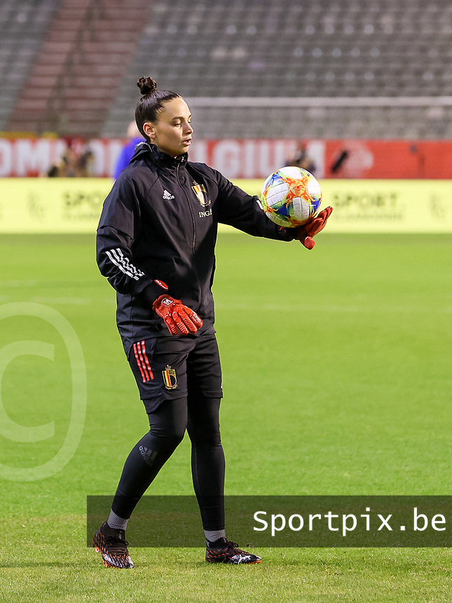 Belgian goalkeeper Nicky Evrard (21) juggles the ball during the warm up before a friendly female soccer game between the national teams of Belgium , called the Red Flames and The Netherlands , called the Oranje Leeuwinnen in a pre - bid tournament called Three Nations One Goal with the national teams from Belgium , The Netherlands and Germany towards a bid for the hosting of the 2027 FIFA Women's World Cup , on Thursday 18 th of February 2021  in Brussels , Belgium . PHOTO SPORTPIX.BE | SPP | SEVIL OKTEM