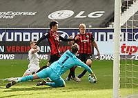 goal, Tor zum 1:1 Ausgleich für Daichi Kamada (Eintracht Frankfurt) nach Vorlange von Bas Dost (Eintracht Frankfurt)<br /> - 03.10.2020: Fussball  Bundesliga, Saison 20/21, Spieltag 3, Eintracht Frankfurt vs. TSG 1899 Hoffenheim, emonline, emspor, v.l. Deutsche Bank Park<br /> Foto: Marc Schueler/Sportpics.de <br /> Nur für journalistische Zwecke. Only for editorial use. (DFL/DFB REGULATIONS PROHIBIT ANY USE OF PHOTOGRAPHS as IMAGE SEQUENCES and/or QUASI-VIDEO)