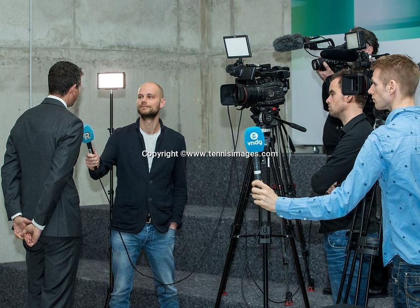 Amsterdam, Netherlands, Januari 10, 2017, Pressconference ABNAMROWTT 2018, Richard Kraijeck being interviewd  <br /> Photo: Tennisimages/Henk Koster