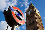 United Kingdom, London: Westminster underground station sign and Big Ben | Grossbritannien, England, London: Westminster underground station sign und Big Ben