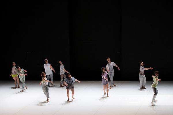 Twenty-seven perspectives<br /> <br /> PIÈCE POUR 10 INTERPRÈTES<br /> CRÉATION 2018<br /> CONCEPTION ET CHORÉGRAPHIE Maud Le Pladec<br /> LUMIÈRES Éric Soyer<br /> CRÉATION MUSICALE ET ARRANGEMENTS Pete Harden<br /> COMPOSITEUR Franz Schubert, Symphonie Inachevée n. 8 D759<br /> COSTUMES Alexandra Bertaut<br /> ASSISTANT Julien Gallée-Ferré<br /> AVEC Régis Badel, Amanda Barrio Charmelo, Olga Dukhovnaya, Jacquelyn Elder, Simon Feltz, Maria<br /> Ferreira Silva, Aki Iwamoto, Daan Jaartsveld, Louis Nam Le Van Ho, Noé Pellencin<br /> EN ALTERNANCE AVEC Matthieu Chayrigues, Audrey Merilus, Jeanne Stuart<br /> Compagnie : CCN d'Orléans<br /> Date : 29/03/2019