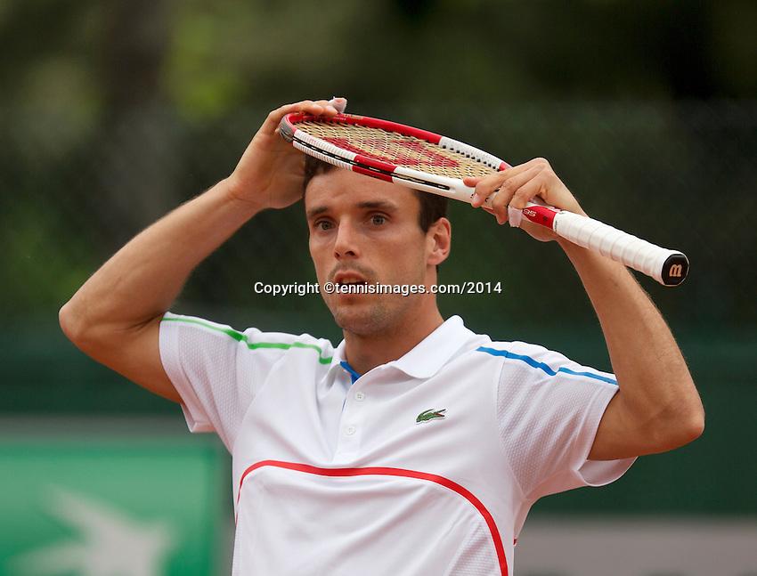 France, Paris, 28.05.2014. Tennis, French Open, Roland Garros, Roberto Bautista Agut (ESP) puts the racket on his head<br /> Photo:Tennisimages/Henk Koster