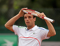 France, Paris, 28.05.2014. Tennis, French Open, Roland Garros, Roberto Bautista Agut (ESP) puts the racket on his head<br /> Photo:Tennisimages/Henk Koster