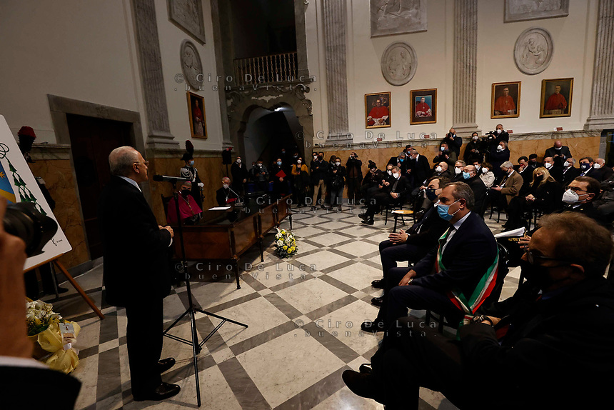il Vescovo Monsignor Domenico Battaglia si insedia come Nuovo Arcivescovo  della chiesa di  Napoli<br /> incontro in  Curia e messa nel Duomo