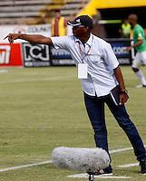 NEIVA - COLOMBIA -29 -05-2016: Oswaldo Duran, técnico de Atletico Huila, durante partido entre Atletico Huila y Atletico Bucaramanga, por la fecha 20 de la Liga Aguila, I 2016 en el estadio Guillermo Plazas Alcid de Neiva. / Oswaldo Duran, coach of Atletico Huila, during a match for the date 20 of the Liga Aguila I 2016 at the Guillermo Plazas Alcid Stadium in Neiva city. Photo: VizzorImage  / Sergio Reyes / Cont.