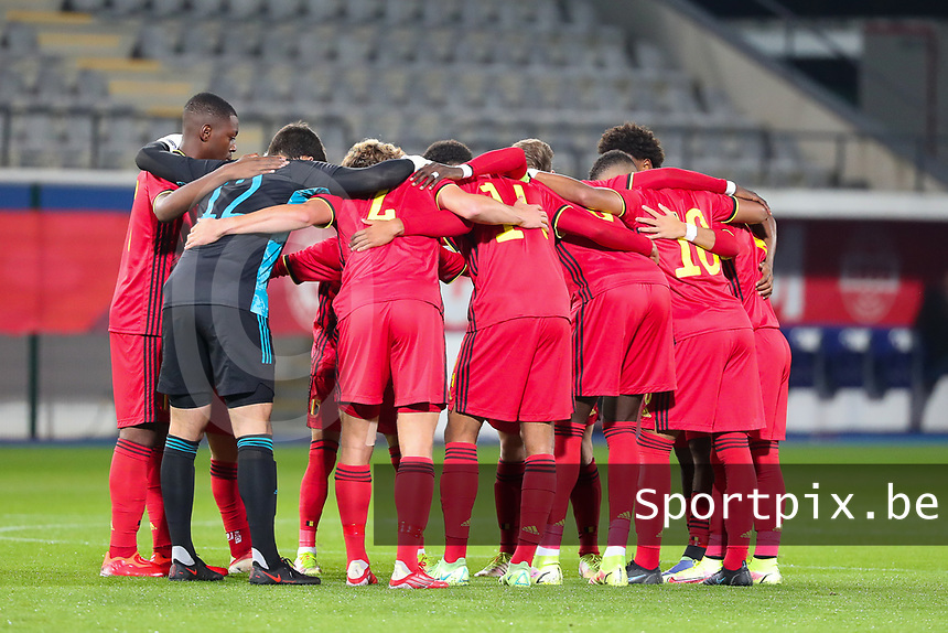 Belgian team pictured in a huddle at the start of a soccer game between the national teams Under21 Youth teams of Belgium and Kazakhstan on the third matday in group I for the qualification for the Under 21 EURO 2023 , on friday 8 th of october 2021  in Leuven , Belgium . PHOTO SPORTPIX | SEVIL OKTEM