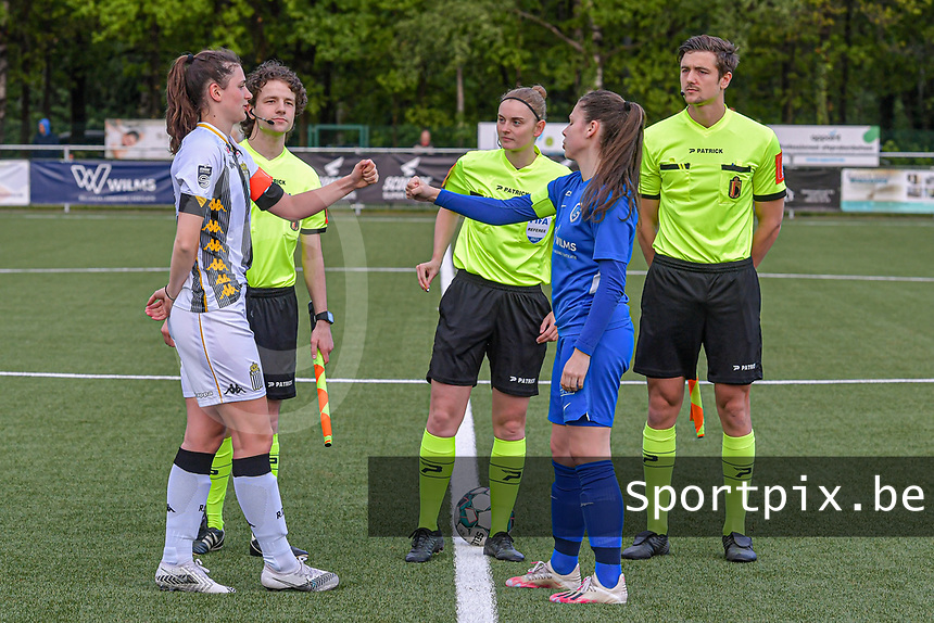 Noemie Fourdin (22) of Sporting Charleroi , assistant referee Maarten Linart , referee Viki De Cremer , Sien Vandersanden (10) of KRC Genk and assistant referee Gianni Seeldraeyers pictured before a female soccer game between Sporting Charleroi and Eendracht Aalst on the 8th matchday in play off 2 of the 2020 - 2021 season of Belgian Scooore Womens Super League , tuesday 18 th of May 2021 in Marcinelle , Belgium . PHOTO SPORTPIX.BE | SPP | STIJN AUDOOREN