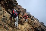 Amérique du Sud. Equateur. Trekking sur les volcans d'Equateur. Ascension de l'Iliniza Norte (5126 m) hérissé de sombres pitons de lave (necks).South America. Ecuador. Trekking on the volcanoes