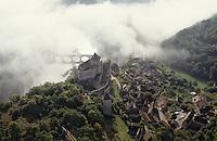 Europe/France/Aquitaine/24/Dordogne/Vallée de la Dordogne/Périgord/Périgord Noir/Castelnaud-La-Chapelle: Vue aérienne du village et du château de Castelnaud la Chapelle  Vue aérienne