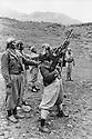 Iraq 1974 <br /> The resumption of hostilities, training of peshmergas   <br /> Irak 1974 <br /> La reprise de la lutte armée, entrainement des peshmergas