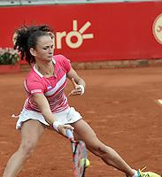 BOGOTA - COLOMBIA - 13-04-2016: Amra Sadikovic de Suiza, devuelve la bola a Marina Duque de Colombia, durante partido por el Claro Colsanitas WTA, que se realiza en el Club El Rancho de Bogota. / Amra Sadikovic of Switzerland, returns the ball to Marina Duque of Colombia, during a match for the WTA Claro Colsanitas, which takes place at Club El Rancho de Bogota. Photo: VizzorImage / Luis Ramirez / Staff.