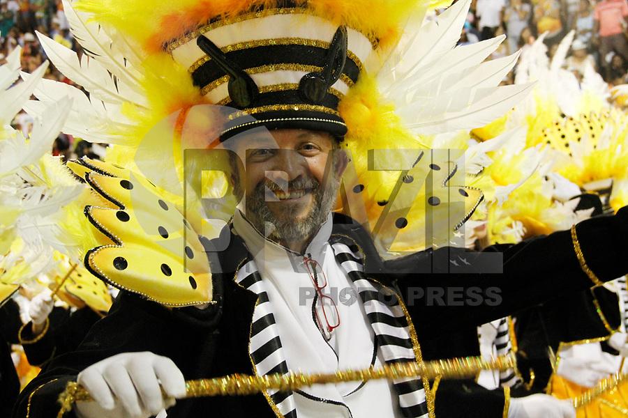RIO DE JANEIRO, RJ, 06 DE MARÇO DE 2011 - CARNAVAL RJ - SÃO CLEMENTE - Integrantes da São Clemente, no primeiro dia de Desfile das Escolas de Samba do Grupo Especial do Rio de Janeiro, na Marquês de Sapucaí (Sambódromo), no centro da cidade, na noite deste domingo (6). (FOTO: VANESSA CARVALHO / NEWS FREE).
