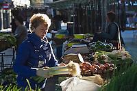 Europe/Espagne/Pays Basque/Guipuscoa/Goierri/Lazcau: Le marché _ etal fruits et légumes [Non destiné à un usage publicitaire - Not intended for an advertising use]