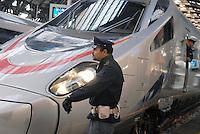 - Trenitalia, Eurostar high speed train in Milan Central Station, police in security service....- Trenitalia, treno ad alta velocità Eurostar alla Stazione Centrale di Milano, polizia in servizio di sicurezza