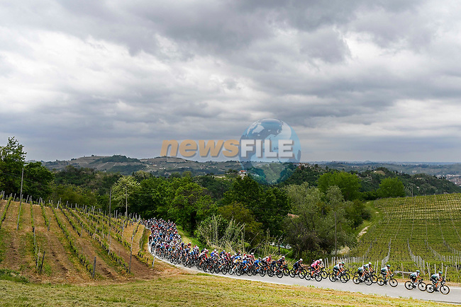 The peloton during Stage 3 of the 2021 Giro d'Italia, running 190km from Biella to Canale, Italy. 10th May 2021.  <br /> Picture: LaPresse/Fabio Ferrari | Cyclefile<br /> <br /> All photos usage must carry mandatory copyright credit (© Cyclefile | LaPresse/Fabio Ferrari)