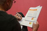 """Vorstellung des DGB-Index """"Gute Arbeit"""" am Mittwoch den 15. November 2017 in Berlin.<br /> Mit dem DGB-Index """"Gute Arbeit"""" zeigt der Deutsche Gewerkschaftsbund (DGB) einen umfassenden Ueberblick über die Befragungsergebnisse des Inifes-Institut zum Thema digitale und analoge Arbeit, die Folgen der Digitalisierung für die Arbeitssituation und betrachtet Zusammenhaenge mit der Vereinbarkeit von Arbeit und Familie.<br /> In dem Index wird u.a. deutlich, dass sich Beschaeftigte, die mit digitalen Mitteln arbeiten, haeufiger Sorgen um die Zukunft ihres Arbeitsplatzes machen. Vor allem bei gering Qualifizierten und Geringverdienern sind diese Aengste ausgepraegter. Hinsichtlich der psychischen Arbeitsanforderungen zeigen sich Zusammenhaenge mit einem staerkeren Zeit- und Termindruck, mit Arbeitsverdichtung sowie haeufigeren Stoerungen und Unterbrechungen.<br /> Im Bild: Ein Journalist liest im Index und macht sich Notizen.<br /> 15.11.2017, Berlin<br /> Copyright: Christian-Ditsch.de<br /> [Inhaltsveraendernde Manipulation des Fotos nur nach ausdruecklicher Genehmigung des Fotografen. Vereinbarungen ueber Abtretung von Persoenlichkeitsrechten/Model Release der abgebildeten Person/Personen liegen nicht vor. NO MODEL RELEASE! Nur fuer Redaktionelle Zwecke. Don't publish without copyright Christian-Ditsch.de, Veroeffentlichung nur mit Fotografennennung, sowie gegen Honorar, MwSt. und Beleg. Konto: I N G - D i B a, IBAN DE58500105175400192269, BIC INGDDEFFXXX, Kontakt: post@christian-ditsch.de<br /> Bei der Bearbeitung der Dateiinformationen darf die Urheberkennzeichnung in den EXIF- und  IPTC-Daten nicht entfernt werden, diese sind in digitalen Medien nach §95c UrhG rechtlich geschuetzt. Der Urhebervermerk wird gemaess §13 UrhG verlangt.]"""