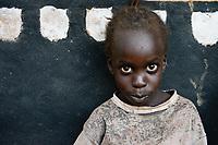 UGANDA, Arua, south sudanese refugees in Rhino camp refugee settlement , Nuer girl / suedsudanesische Fluechtlinge im Fluechtlingslager Rhino Camp, Nuer Maedchen