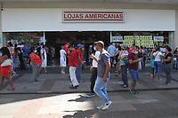 Campinas (SP), 01/04/2021 - Pascoa-SP - Movimento no centro de Campinas, interior de São Paulo, nesta quinta-feira (01), com filas em lojas que vendem ovos de pascoa e outros produtos de chocolate.