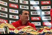 Weltmeister Wladimir Klitschko (UKR) mit seinen Guerteln