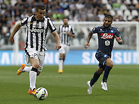 Calcio, Serie A: Juventus vs Napoli. Torino, Juventus Stadium, 23 maggio 2015. <br /> Juventus' Simone Padoin, left, is chased by Napoli's Lorenzo Insigne during the Italian Serie A football match between Juventus and Napoli at Turin's Juventus Stadium, 23 May 2015.<br /> UPDATE IMAGES PRESS/Isabella Bonotto