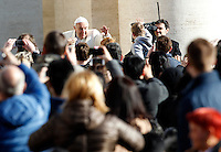 Papa Francesco saluta i fedeli al suo arrivo all'udienza generale del mercoledi' in Piazza San Pietro, Citta' del Vaticano, 18 febbraio 2015.<br /> Pope Francis waves to faithful as he arrives for his weekly general audience in St. Peter's Square at the Vatican, 18 February 2015.<br /> UPDATE IMAGES PRESS/Isabella Bonotto<br /> <br /> STRICTLY ONLY FOR EDITORIAL USE