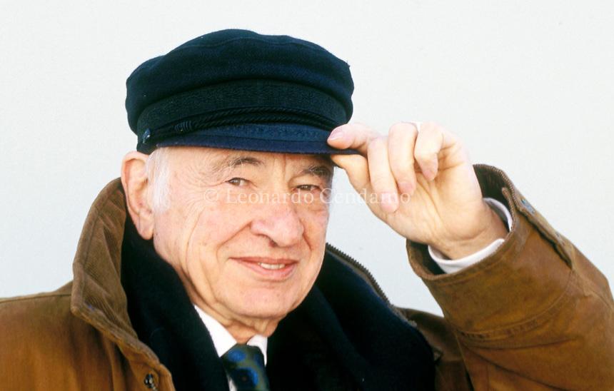 Edgar Morin, è un filosofo, sociologo francese. scrittore. libri, cultura francese. È noto per l'approccio transdisciplinare con il quale ha trattato un'ampia gamma di argomenti. Percoto, 2 febbraio 2004. Photo by Leonardo Cendamo