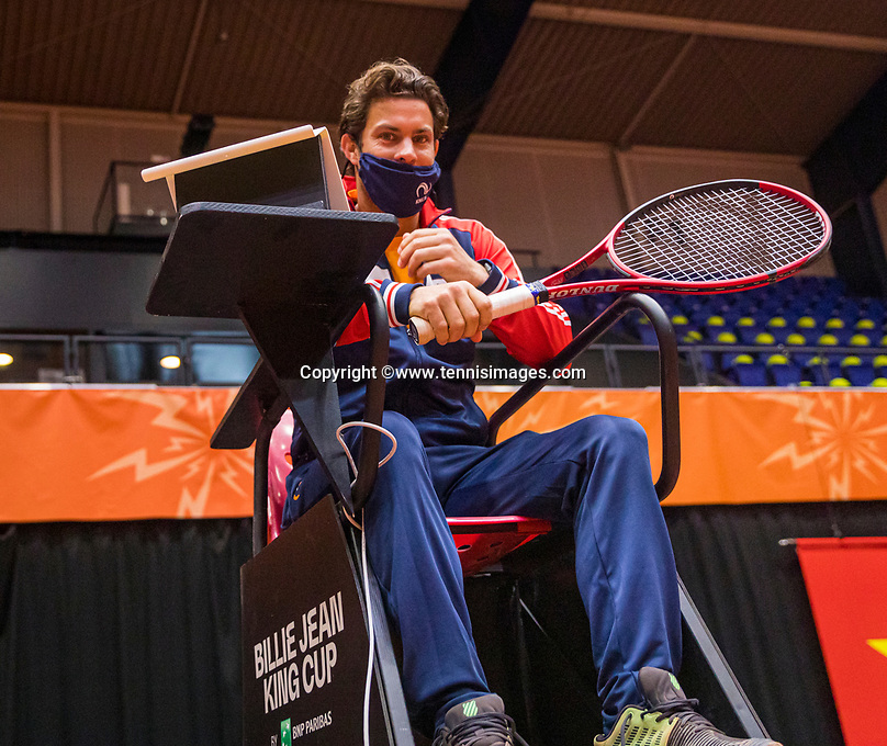 Den Bosch, The Netherlands, April 15, 2021,    Maaspoort, Billy Jean King Cup  Netherlands -  China : Practise  Peter Lucassen (NED) coach<br /> Photo: Tennisimages/Henk Koster