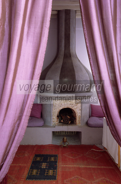 "Afrique/Maghreb/Maroc/Essaouira : Riad ""Casa Lilla"", détail d'une salle à manger"
