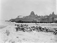 Canaval de Quebec 1957 , la course de chaloupes sur le fleuve<br /> , date inconnue<br /> <br /> <br /> PHOTO : : Agence Quebec Presse