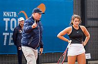 Amstelveen, Netherlands, 6 Juli, 2021, National Tennis Center, NTC, Amstelveen Womans Open, Emma Navarro (USA) witness a call from umpire Rob Mulder<br /> Photo: Henk Koster/tennisimages.com