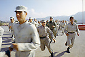 Irak 2000.Au camp de Zawita ( zone du KDP ), l'entrainement des jeunes recrues.Iraq 2000.Military training in Zawita camp