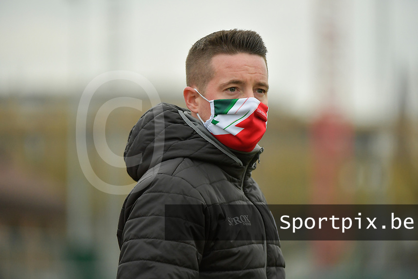 Zulte Waregem's head coach Angelo Gaytan  pictured during a female soccer game between SV Zulte - Waregem and KRC Genk on the 8 th matchday of the 2020 - 2021 season of Belgian Scooore Women s SuperLeague , saturday 21 th of November 2020  in Zulte , Belgium . PHOTO SPORTPIX.BE | SPP | DIRK VUYLSTEKE