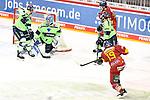 Eishockey DEL 37. Spieltag: Düsseldorfer EG vs <br /> ERC Ingolstadt am 07.04.2021 im ISS Dome in Düsseldorf<br /> <br /> Save von Ingolstadts Torhüter Michael Garteig (Nr.34) gegen Düsseldorfs Matthew Carey (Nr.19)<br /> <br /> Foto © PIX-Sportfotos *** Foto ist honorarpflichtig! *** Auf Anfrage in hoeherer Qualitaet/Aufloesung. Belegexemplar erbeten. Veroeffentlichung ausschliesslich fuer journalistisch-publizistische Zwecke. For editorial use only.