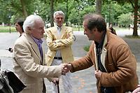 JOHN BOORMAN rencontre VINCENT LINDON a son arrivee a la cinematheque - Masterclass John Boorman - La Cinematheque Francaise 3 juin 2017 - Paris