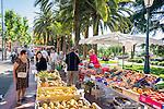 France, Provence-Alpes-Côte d'Azur, Villefranche-sur-Mer: farmer's market in town centre | Frankreich, Provence-Alpes-Côte d'Azur, Villefranche-sur-Mer: Wochenmarkt im Ortszentrum
