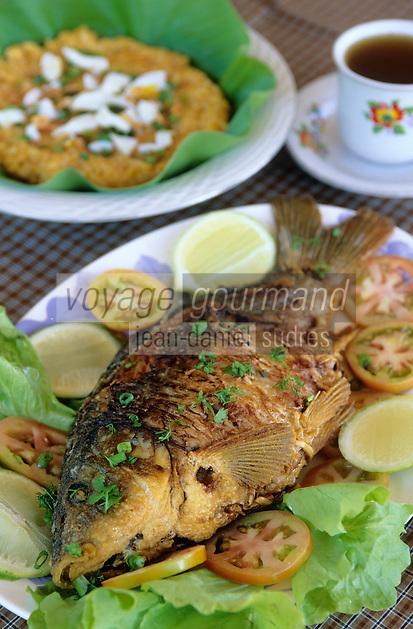 "Asie/Birmanie/Myanmar/Plateau Shan/Nyaungshwe: Lac Inle - ""Fish Phane Poung"" poisson du lac farci, ail, tomate, oignon sauvage - Recette de la ""Guest House Teak Wood"""