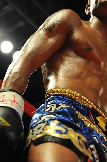 El luchador de Muay Thai / Primer campeonato mundial de Muay Thai y Artes Marciales Mixtas en Panamá, 2010 / Ciudad de Panamá.